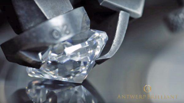 BRIDGE銀座ではベルト氏の研磨マスターカッターは現役、世界最高の輝き