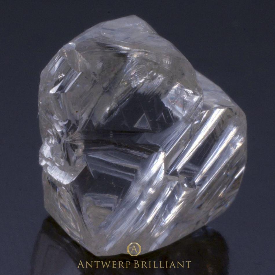 ダイヤモンド原石の品質は婚約指輪のダイヤモンドにとって重要