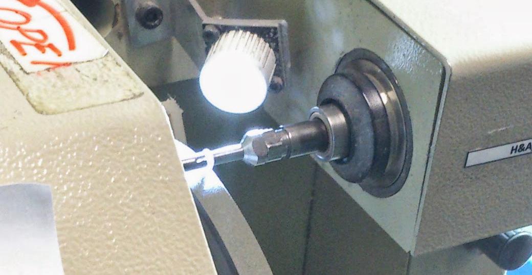 ダイヤモンドのガードリングとソーイングは機械で行う