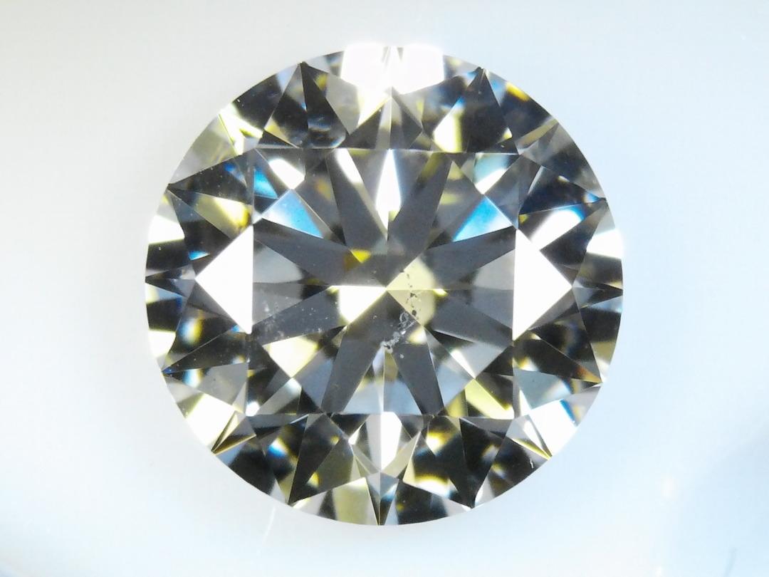 エスアイワンのダイヤモンドは原石品質によっては美しい物もある