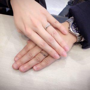 婚約指輪の両サイドについたメレダイヤモンドが可愛いと気に入って頂けました♪