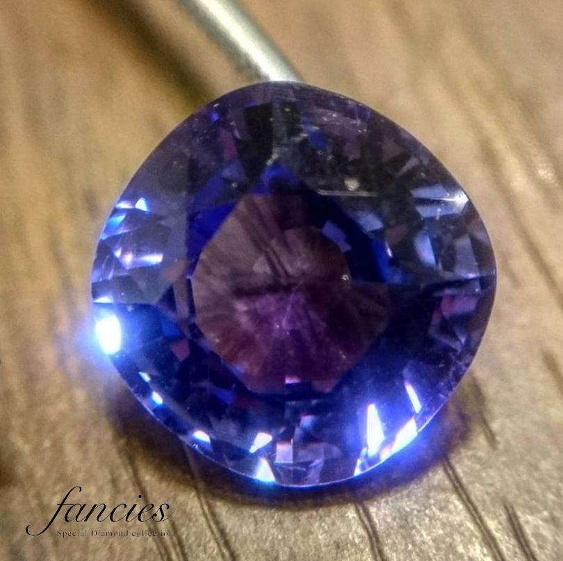 ブルーゾイサイトは通称タンザナイトと呼ばれる美しい宝石