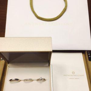 ダイヤモンドラインがキラキラ可愛いプラチナンのシンプルな婚約指輪と結婚指輪