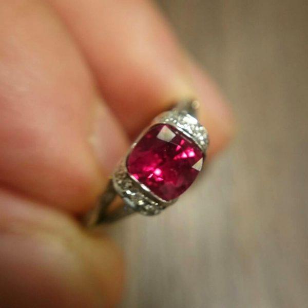 ファンシーズNNルビー非加熱ミャンマー産の超稀少石はブリッジ銀座の人気エンゲージリング