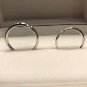 シンプルなダイヤモンドラインが美しい結婚指輪
