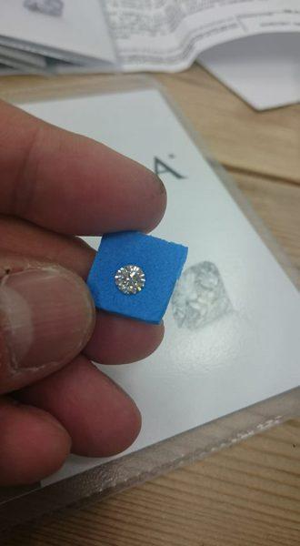 ダイヤモンドはベルギーアントワープから直輸入、フィリッペンスベルトの手作業で研磨されます