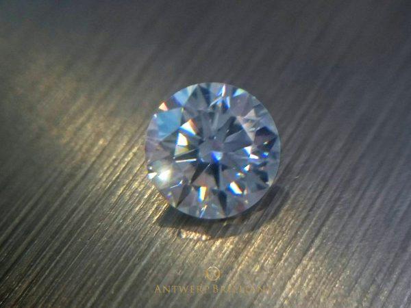 ダイヤモンドの美しさは原石とカッターで決まるBRIDGE銀座