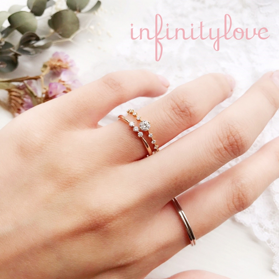 爪留めが可愛いアンティーク調のゴールド婚約指輪と結婚指輪のセットリング陽