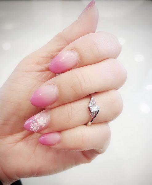 銀座ブリッジ 可愛いピンクダイヤモンドのエンゲージリング 可愛くてエレガントなデザインの婚約指輪