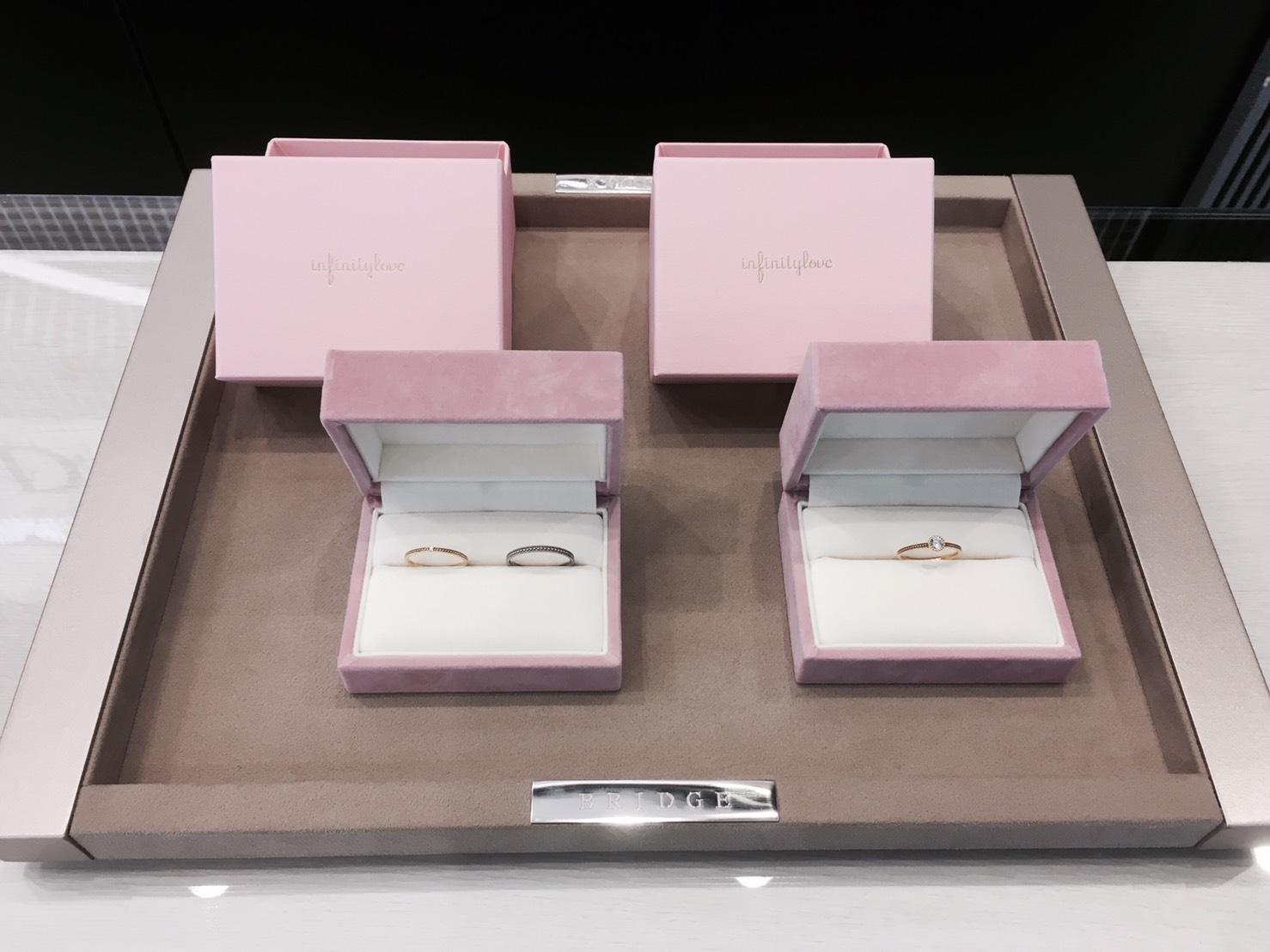 当初の予定は結婚指輪のみでしたが、3本セットで購入しました!