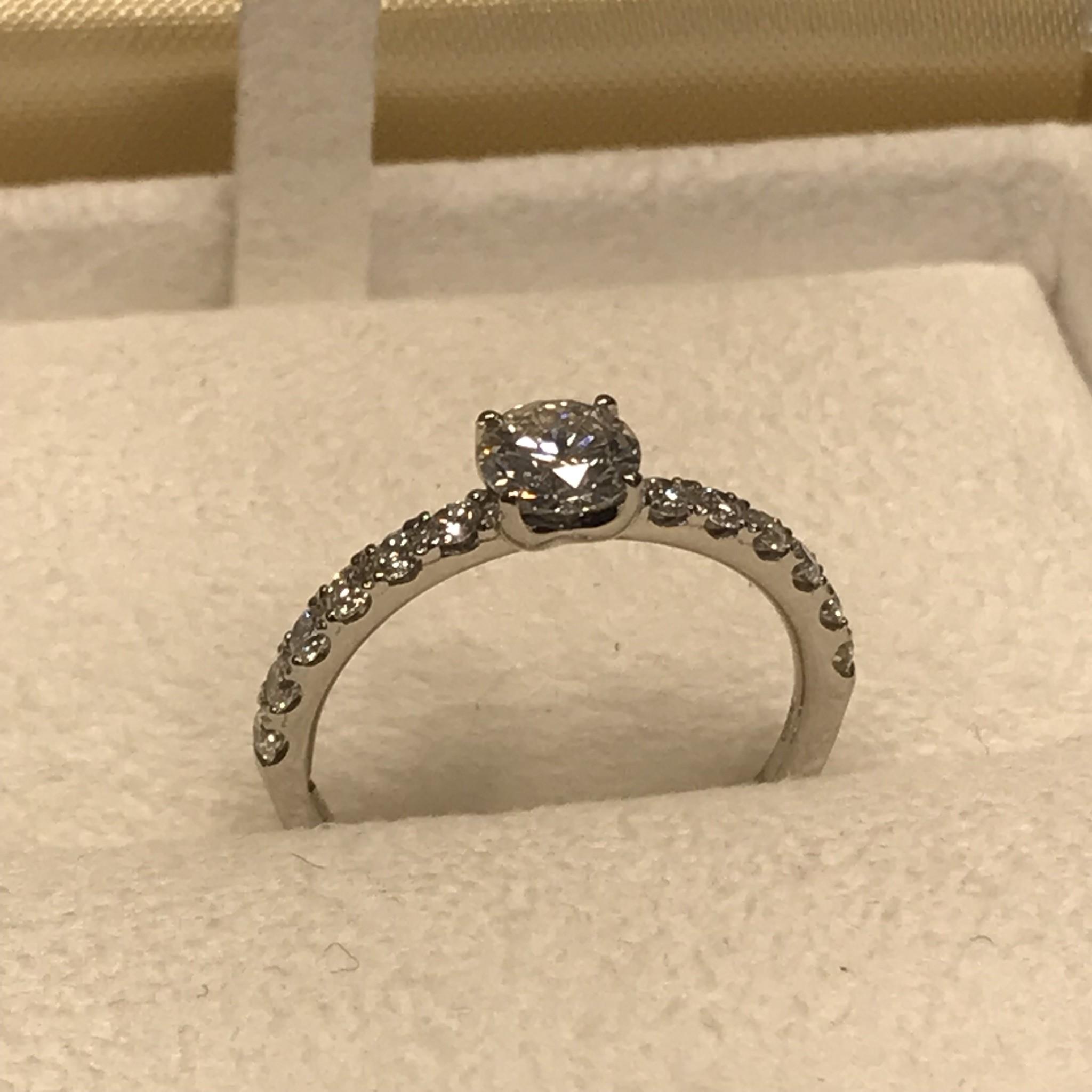 ダイヤモンドの輝きがとにかく美しい♡
