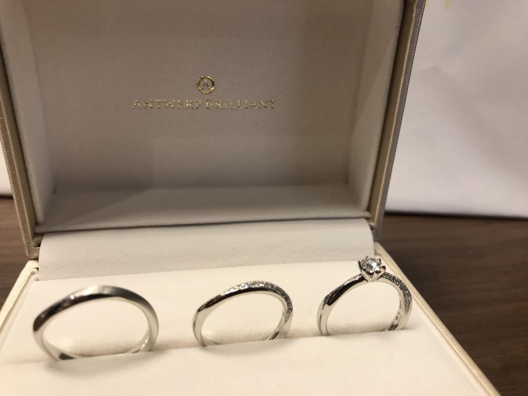重ね付けがオシャレでかわいいギャラクシーは、17石のダイヤモンドがキラキラです♪