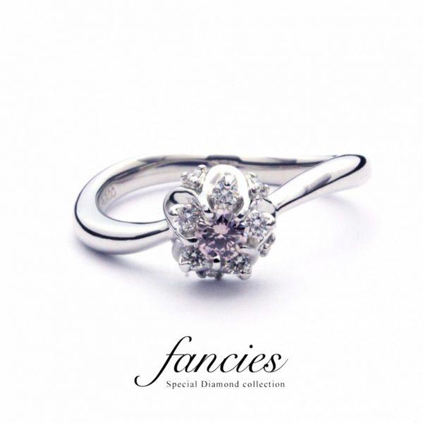 ピンクダイヤモンドは人気のオーストラリア産を使用、花が咲き誇るようなデザインの指輪BRIDGE銀座の限定商品