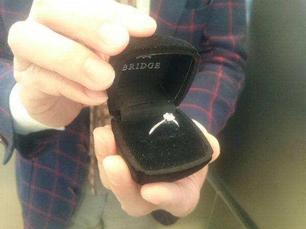 サプライズプロポーズの専用BOXエンゲージリングはダイヤモンドがおススメ