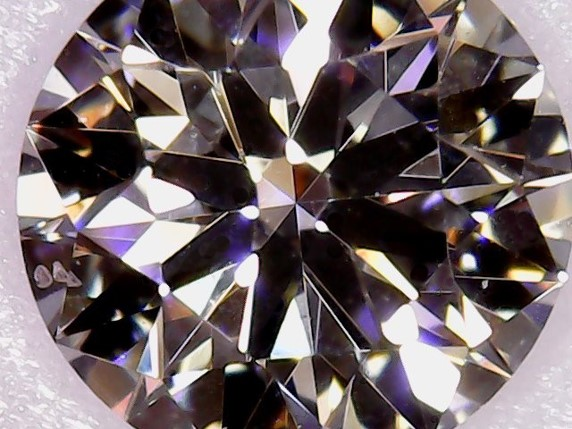 ブリッジ銀座はボツワナ産最高品質原石のダイヤモンドをエンゲージに