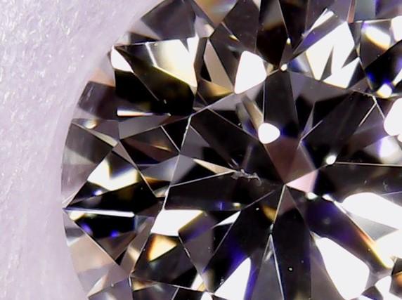 ブリッジ銀座ではボツワナ産最高品質原石のダイヤモンドをエンゲージ婚約にプロポーズ