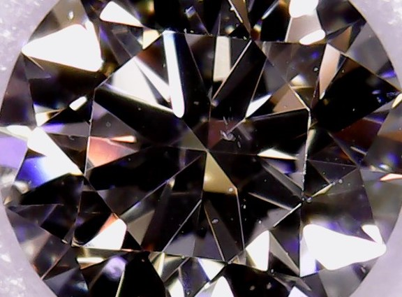 上質な原石から出現したクラリティグレードSI1のダイヤモンド