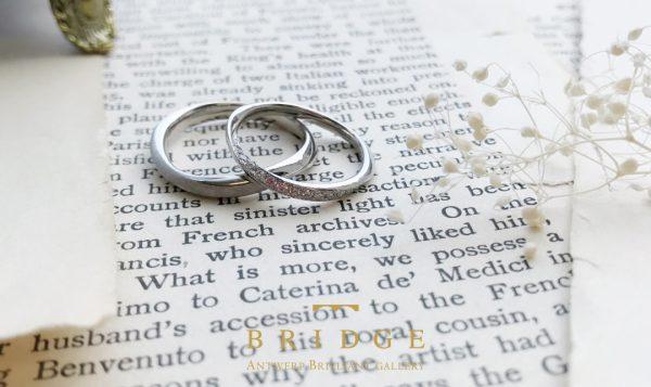 結婚指輪はお互い二人の分身を身に着け合うという意味があります