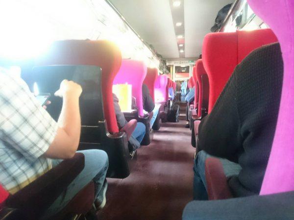 高速鉄道タリスは赤と紫の車内がシックでおしゃれ1時間でオランダからアントワープへ