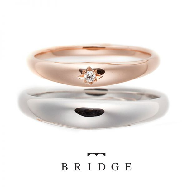 シンプルな甲丸のダイヤモンド付き結婚指輪