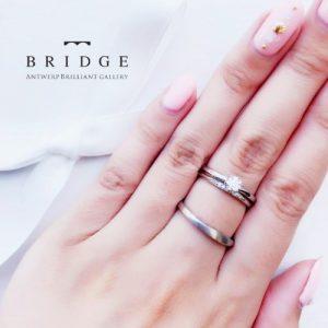 美しい曲線が人気の婚約指輪・結婚指輪です。