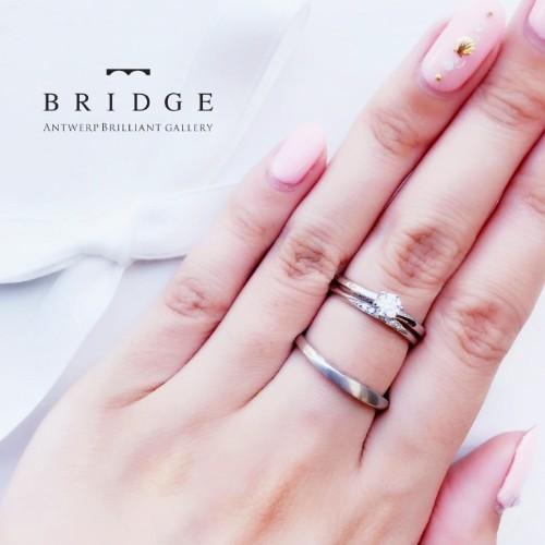 美しいウェーブが人気の婚約指輪・結婚指輪です。