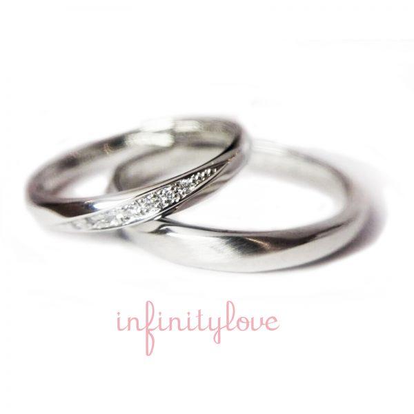 ダイヤモンドラインが美しいボリューム感のあるプラチナの結婚指輪です。