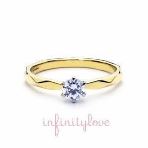 太陽の美しさをモチーフとしたゴールドの婚約指輪です