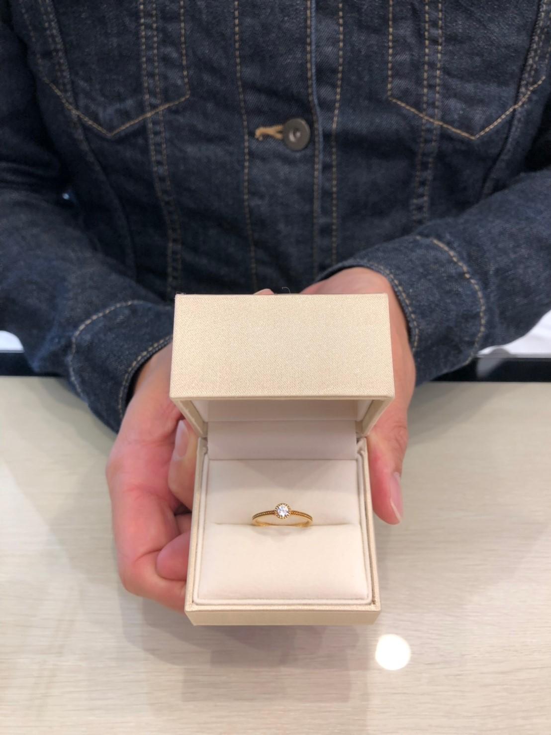 ミルグレインの婚約指輪でサプライズプロポーズ
