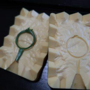 キャストで使用するゴム型で結婚指輪を作り出す