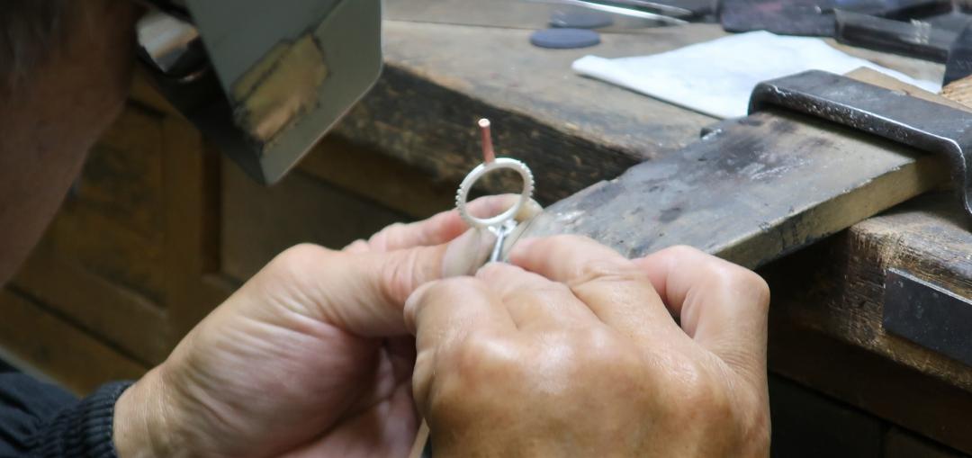 結婚指輪のバリ取り作業は上質なキャスト作業があってこそ