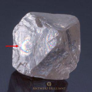虹色の光の干渉は希少な無害グレッツ保有ダイヤモンド
