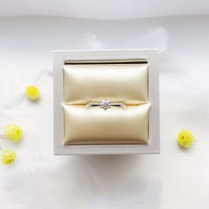 美しいダイヤモンドでプロポーズをしてください。