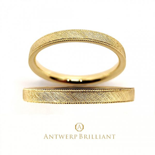 ミルグレインが光るアンティーク調の婚約指輪と結婚指輪