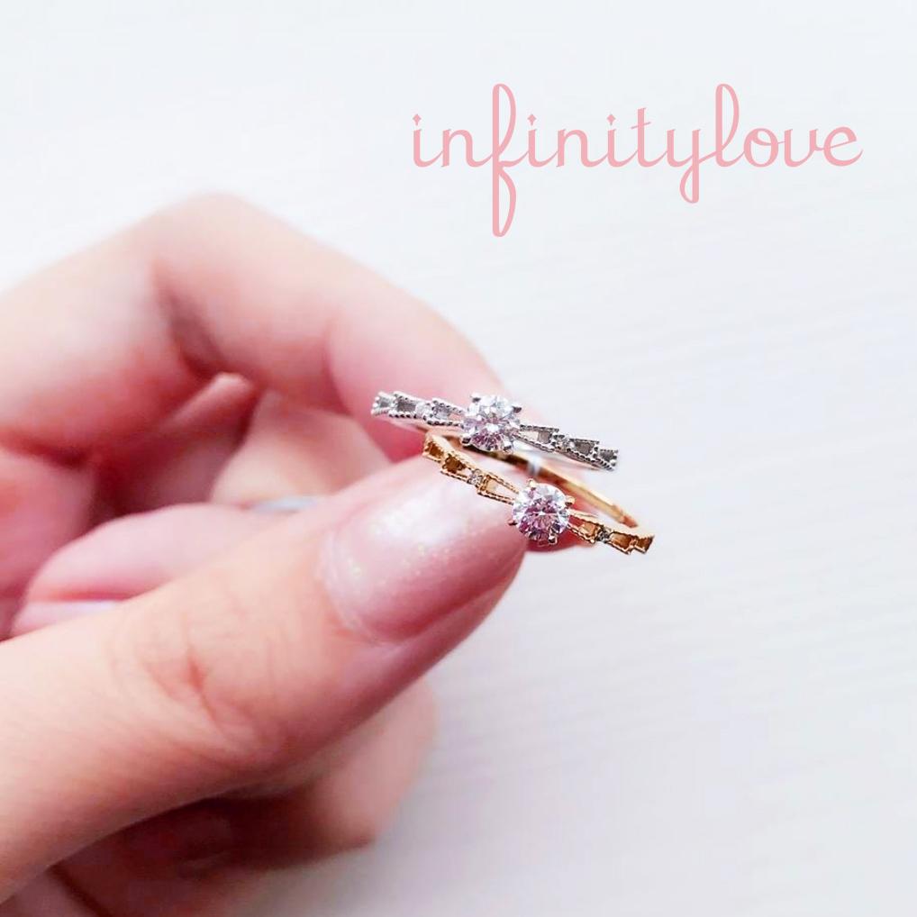 リボンがモチーフの可愛いゴールド&ミルグレインデザインの婚約指輪です。
