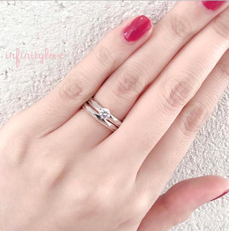 銀座で人気のファセットが美しいミルグレインデザインの婚約指輪と結婚指輪