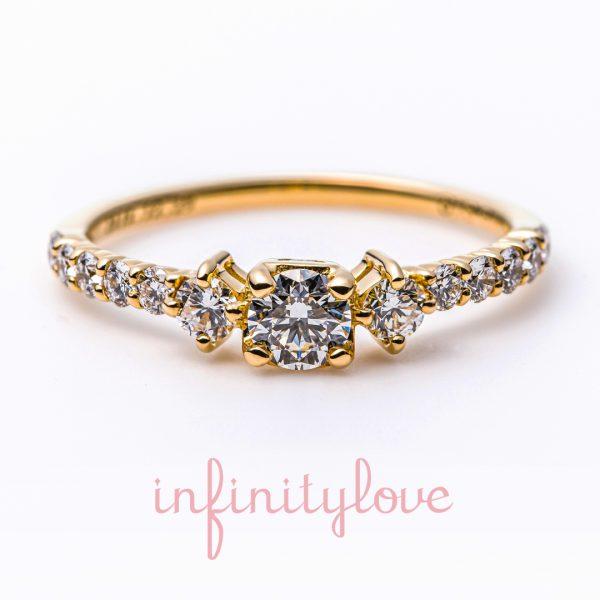 アンティークゴールドを使ったでダイヤモンドラインが可愛い婚約指輪