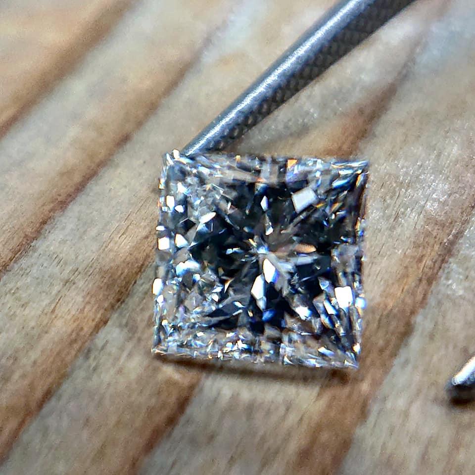 世界初トリプルエクセレントのプリンセスカット エンゲージリングダイヤモンド