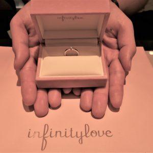 結婚指輪からの逆パターンで選びました