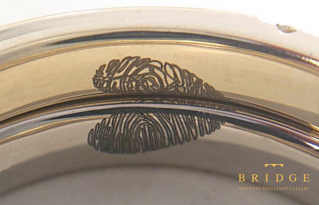 レーザースキャン技術を駆使して結婚指輪内側にお互いの指紋を刻印する