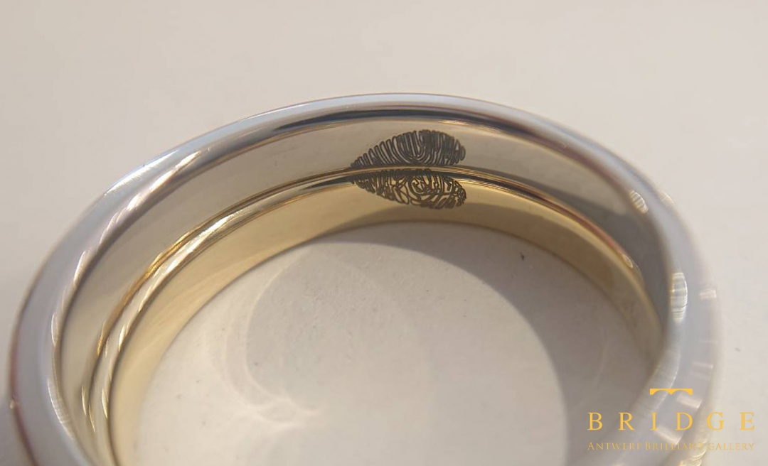結婚指輪マリッジリングはお互いの分身を身に着け合うという意味が有ります