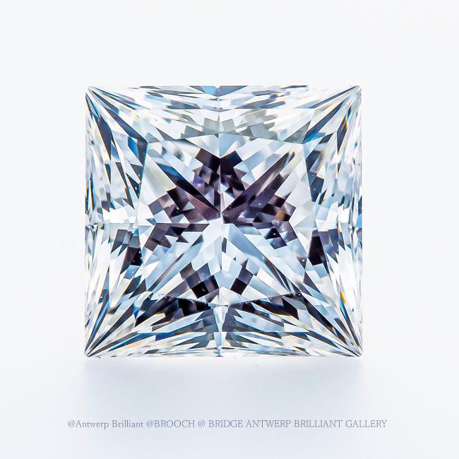 四角のダイヤモンドトリプルエクセレント・プリンセスカット