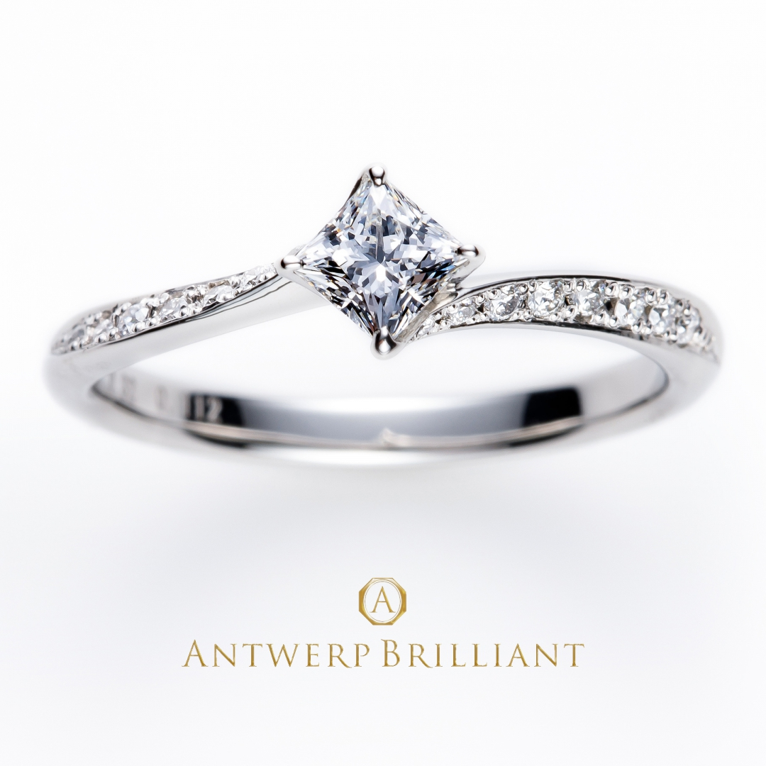 """Lightning"" Side wave line Diamond Ring"