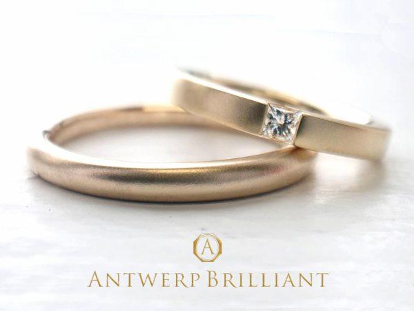 プリンセスカットのシンプルな結婚指輪です
