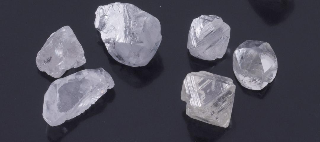 ダイヤモンドは上質な原石を研磨して美しい宝石となる