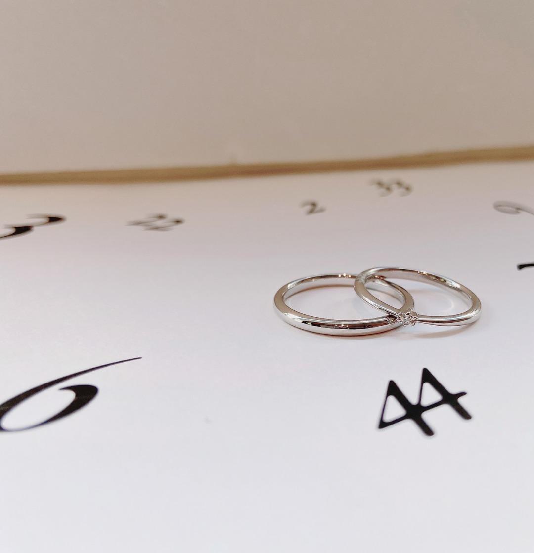 シンプルなエンゲージリングのようなデザインの可愛いマリッジリングANGIE