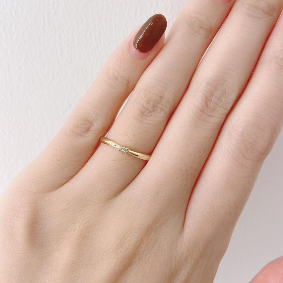 2石のダイヤモンドが並んだ人とは違う結婚指輪ANGIE