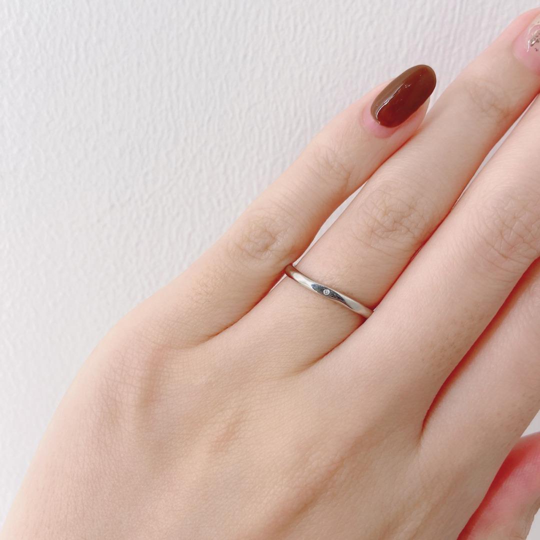 シンプルなウェーブの結婚指輪ANGIE