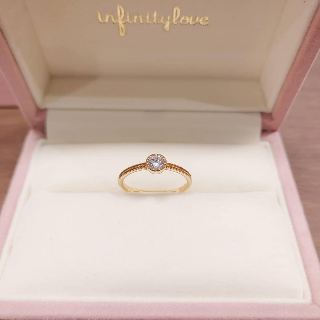 ゴールドのミルグレインがアンティーク調で可愛い婚約指輪