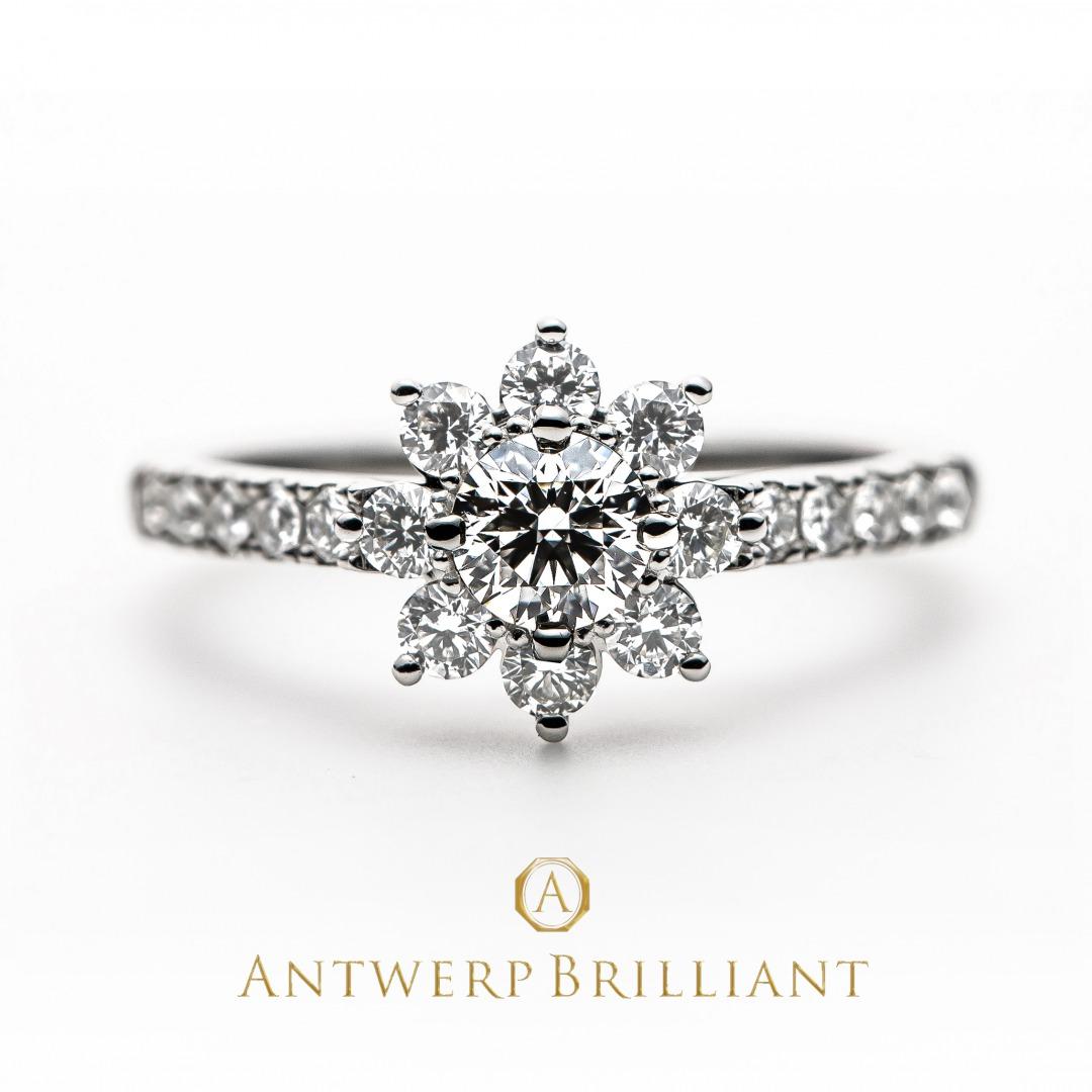 華やかなダイヤモンドリングを婚約指輪に